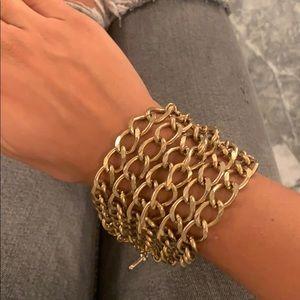 Gold chain bracelet w/ skull
